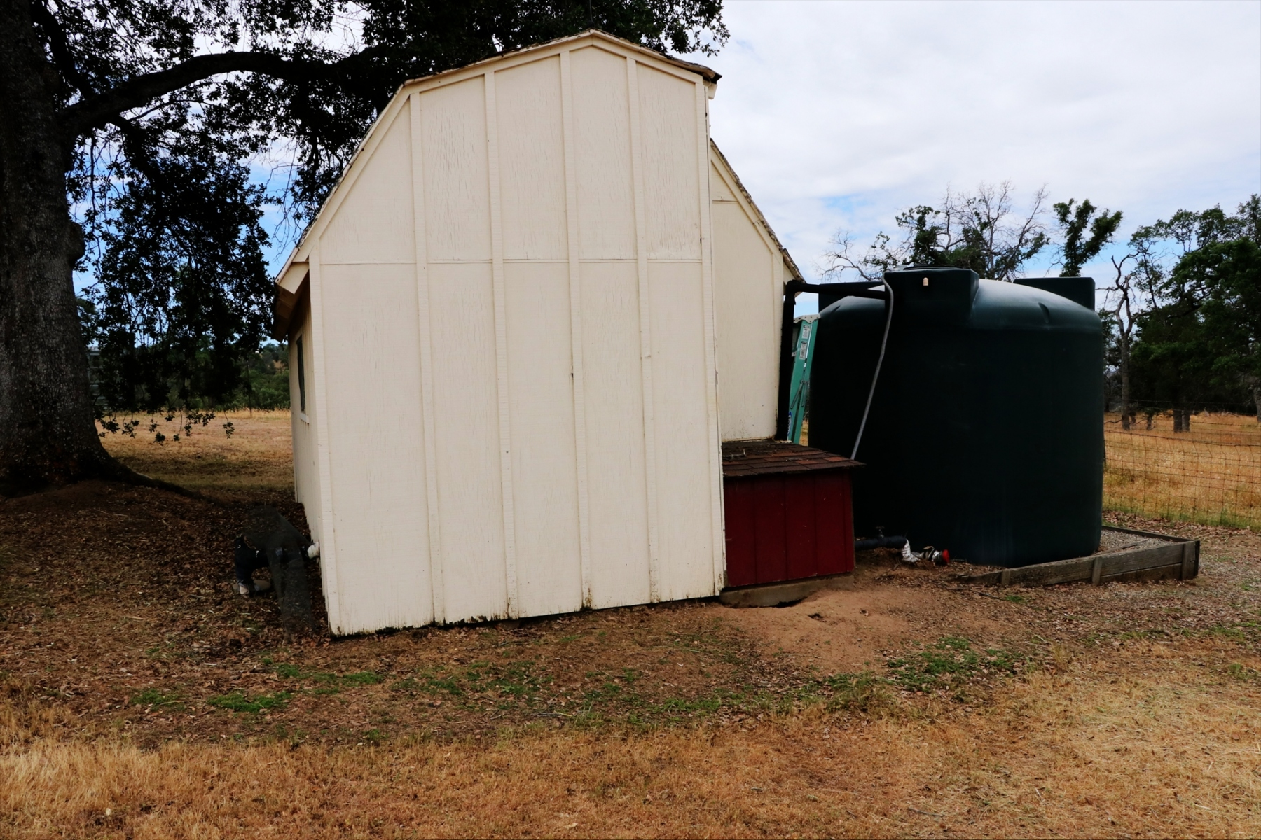 2500-gal-Water-tank-and-storage-shed